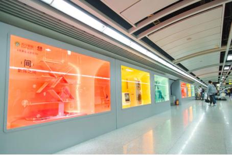 苏宁418狂晒少女心 马卡龙电器展开进广州地铁站